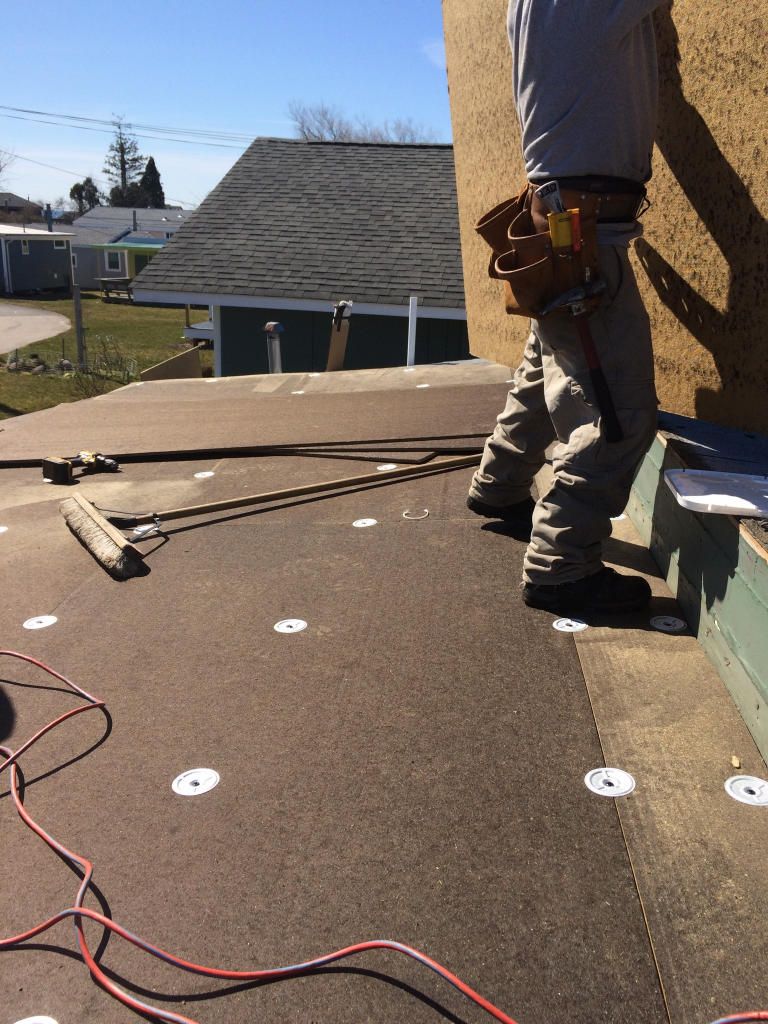 The installation of the fiber adhesion sheathing.